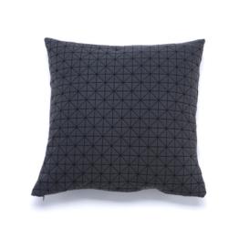 Mika Barr - Geo Origami Kissenbezug, 50 x 50 cm, schwarz