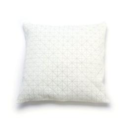 Mika Barr - Geo Origami Kissenbezug, 50 x 50 cm, weiß/weiß
